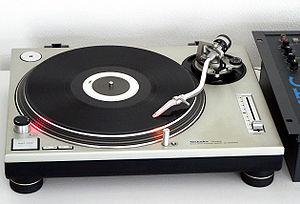300px-Technics_SL-1200MK2-2